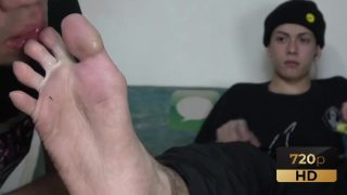 Straight Crush Feet – Street Boy Feet Licker 2